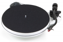 Pro-Ject RPM-1 Carbon pianovit skivspelare med 2M Red